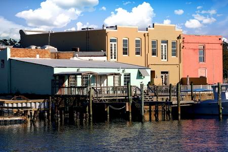 Quaint little restaurants on Pensacola Bay - Pensacola, Florida Standard-Bild - 115064684