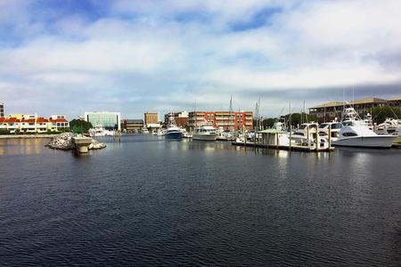 View of Port Royal and downtown Pensacola, Florida Standard-Bild - 115064710