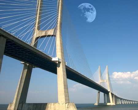Vasco da Gama Bridge spanning the Tagus River in Parque das Nações, Lisbon, Portugal Standard-Bild - 115064715