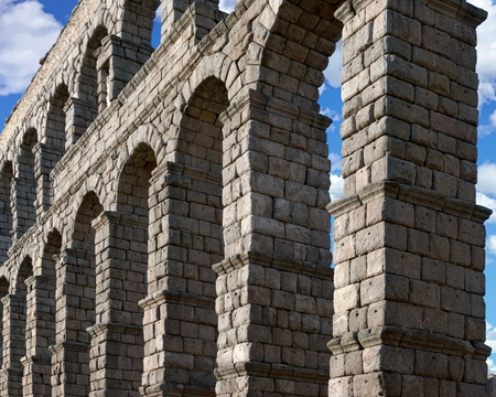 View of the roman aqueduct, Segovia, Spain Standard-Bild - 115064731