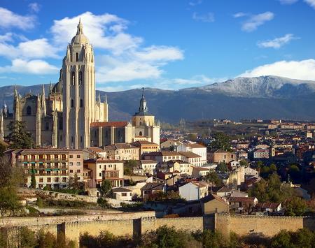 Catedral de Segovia and cityscape, Segovia, Spain Standard-Bild - 115064774