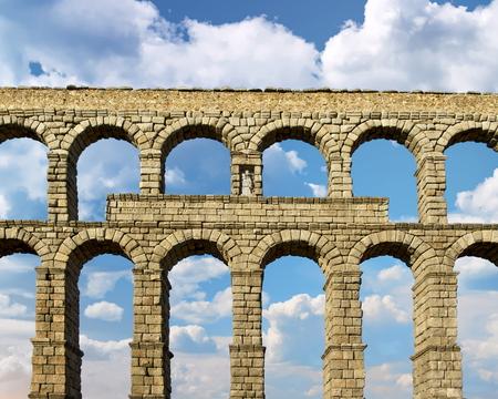 View of the roman aqueduct, Segovia, Spain Standard-Bild - 115064779