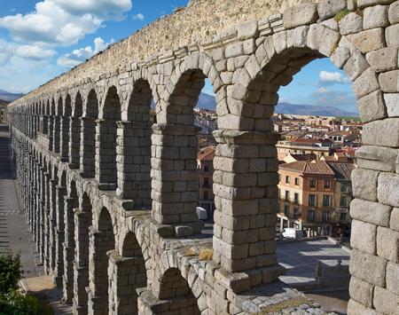 View of the roman aqueduct, Segovia, Spain Standard-Bild - 115064781