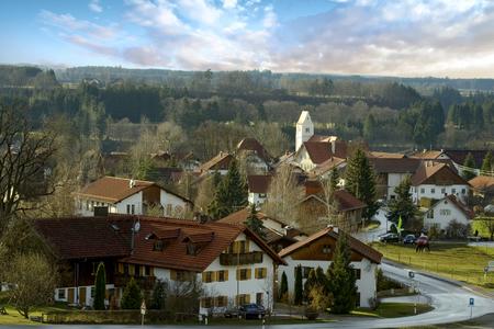 View of Apfeldorf, a Bavarian village in Bavaria, Germany Standard-Bild - 117353708