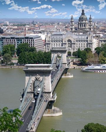 Széchenyi Chain Bridge in Budapest, Hungary Standard-Bild - 117353764
