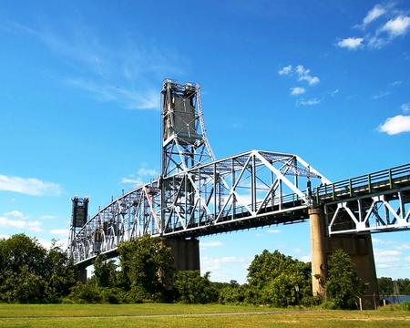 A Vertical lift bridge spanning the Delaware River  -  Pennsylvania and Burlington County, New Jersey Standard-Bild - 117353767