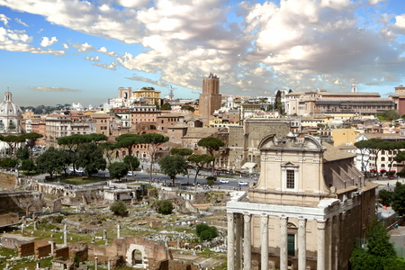 A view of the Roman Forum and surrounfing landmarks, Rome, Italy Standard-Bild - 120550420