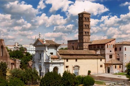 Saint Francesca Romana Basilica viewed from Palatine Hill, Rome Italy Standard-Bild - 120550421