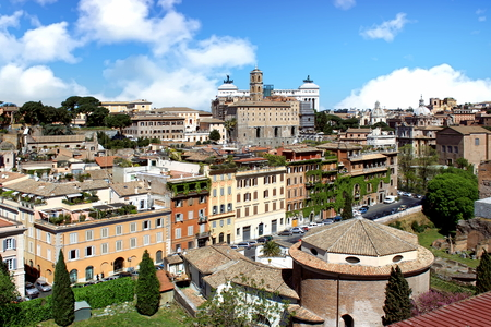 View from Palatine Hill towards the Vittorio Emanuele II monument, Rome, Italy Imagens