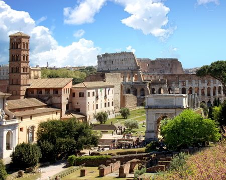View of the Roman Forum and Colosseum, Rome, Italy Standard-Bild - 120550705