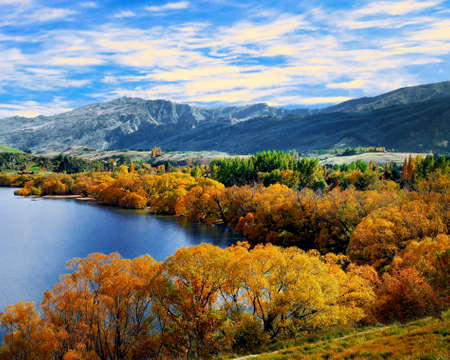 Autumn view of Lake Hayes, South Island, New Zealand 스톡 콘텐츠