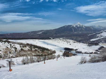 Winter scene at the Kurumayama Kogen Snow Resort in Chino, Nagano, Japan 免版税图像