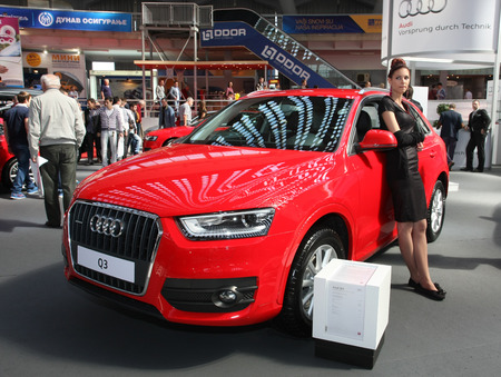salon automobile: Audi Q 3 au salon BG voitures et International Motorcycle juste de Belgrade en Serbie Mart 2014