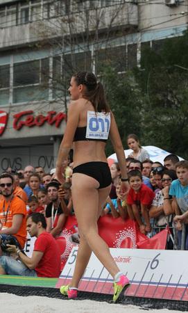 salto de longitud: BELGRADO, SERBIA - 11 de septiembre, 2016: Erica Jarder después de su salto en la competición de salto de longitud como la promoción del atletismo europeo en el interior de campeonato que tendrá lugar a partir 3-5.March de 2017 en Belgrado, Serbia