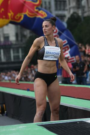 salto de longitud: BELGRADO, SERBIA - 11 de septiembre, 2016: Ivana Spanovic después de su salto en la competición de salto de longitud como la promoción del atletismo europeo en el interior de campeonato que tendrá lugar a partir 3-5.March de 2017 en Belgrado, Serbia