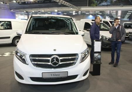 BELGRADE,SERBIA-MARCH 27,2018:   Mercedes V250d AVG L at DDOR BG Car Show 06 免版税图像 - 100886337