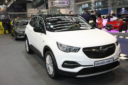 BELGRAD, SERBIEN-MÄRZ 27,2018: Opel Grandland X Innovation 1.6 auf der DDOR BG Car Show 06