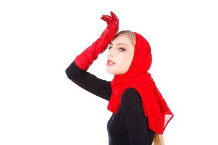 Image d'une belle jeune fille s�duisante dans les gants rouges