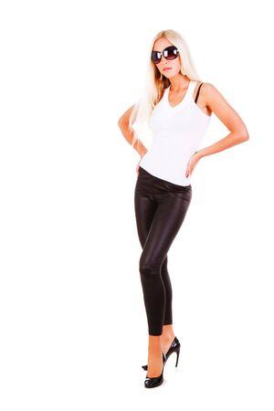 Photo d'une jeune fille fitness belle en blanc