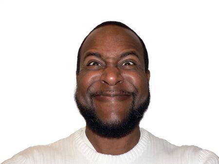 가면을 보여주는 아프리카 계 미국인 남성의 가학 수사슴 웃기는 얼굴 샷