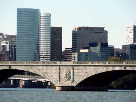 va: photo of the Memorial Bridge o Washington, D.C. with the skyline o Roslyn, VA in the background