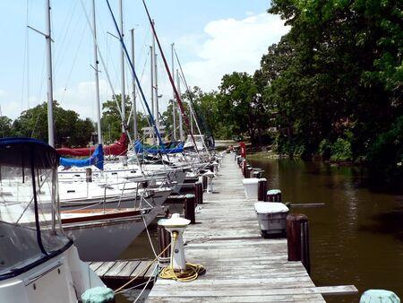 アナポリス、メリーランド州マリーナに停泊するヨット