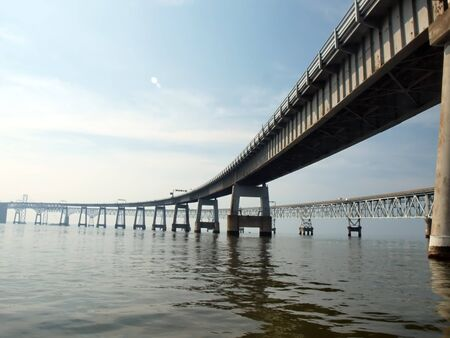 Water spiegel beeld van de Chesapeake Bay Bridge van Maryland  Stockfoto - 7253677