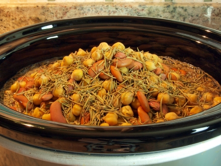 a combination of kidney beans, chick peas, and black eyed peas simmering in a crock pot Stok Fotoğraf