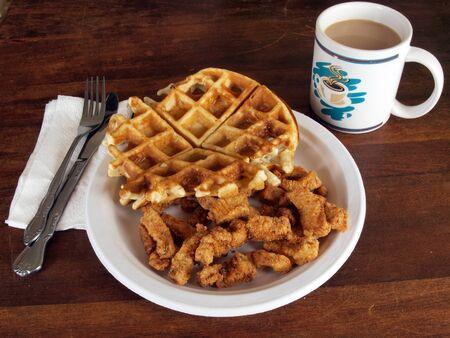 チキンとワッフルの朝食の食事 写真素材