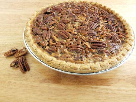 pecan pie: image of homemade pecan pie on a wood table Foto de archivo