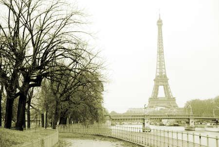 エッフェル塔、パリのセーヌ川