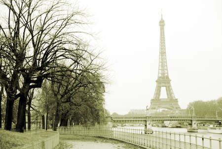 seine: Eiffel toren en de rivier de Seine in Parijs  Stockfoto