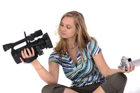 amateur: Joven mujer bonita con videoc�maras profesionales y amateurs