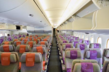 バンコク, タイ王国 - 2015 年 9 月 9 日: エミレーツ航空エアバス A380 の航空機の内装。エミレーツ航空は、空港での乗客の交通および航空機動きの主要な部分を処理します。