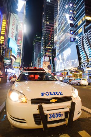 夜のタイムズスクエア周辺ニューヨーク - 2011 年 9 月 25 日: 領域。タイムズ ・ スクエアは主要な商業交差点やミッドタウン マンハッタン、ニューヨーク市で近所