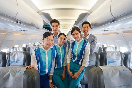2014 年 11 月 11 日にバンコク, タイ - 11 月 11 日: バンコク ・ エアウェイズの乗務員。バンコク ・ エアウェイズがバンコクに拠点を置く地域航空会社