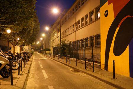 PARIS - 6. SEPTEMBER: Paris nachts am 6. September 2014 in Paris, Frankreich. Night Paris hat magische Atmosphäre, ohne die eine Reise nach Paris unvollständig wäre