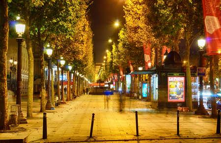 PARIS - SEP 07: Paris in der Nacht am 7. September 2014 in Paris, Frankreich. Nacht Paris haben magische Atmosphäre, ohne die jede Reise nach Paris wäre unvollständig Editorial