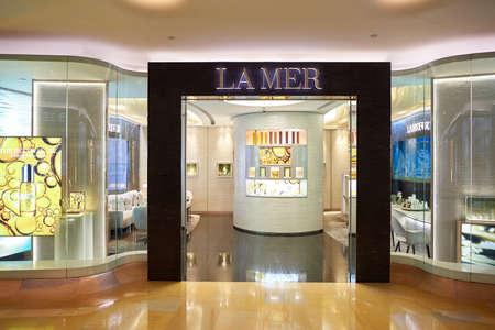 HONG KONG - 25 december 2015: binnenland van winkelcentrum in Hong Kong. Hong Kong winkelcentra zijn enkele van de grootste en meest indrukwekkende in de wereld