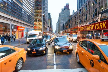 NEW YORK - CIRCA mars 2016: New York City dans la journée. La ville de New York, souvent appelé New York City ou simplement New York, est la ville la plus peuplée des États-Unis
