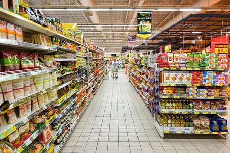 パタヤ, タイ - 2 月、2016 年頃: ビッグ C エクストラのハイパー マーケット内。インセクトワールド 2.6 よりプレミアム新鮮な乾燥食品、輸入品、ワイ
