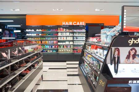 Kuala Lumpur, Maleisië - 9 mei 2016: Sephora winkel in Suria KLCC. Suria KLCC is een winkelcentrum is gelegen in de wijk Kuala Lumpur City Centre. Het is in de nabijheid van het herkenningspunt van de Petronas Towers. Redactioneel