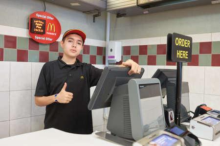 ジャージーシティ、ニュージャージー州 - 3 月、2016 年頃: 内のマクドナルドのレストラン。マクドナルドはハンバーガー ファーストフード店、米国 報道画像