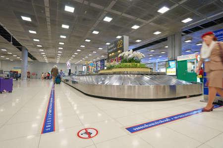 スワンナプーム国際空港の手荷物受取所バンコク, タイ - 2014 年 11 月頃:
