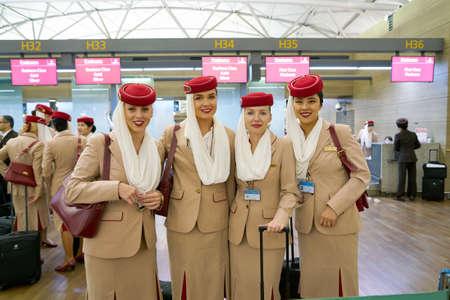 仁川市 (韓国) 5 月、2017 年頃: 仁川国際空港エミレーツ航空乗組員。