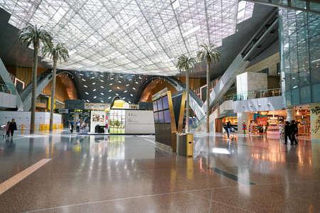 DOHA, QATAR - CIRCA JUIN 2017: à l'intérieur de l'aéroport international Hamad de Doha, la capitale du Qatar.