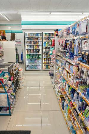 SEOUL, ZUID-KOREA - CIRCA MEI 2017: binnen GS25 gemakswinkel in Seoel. GS25 is een merk in de supermarkt in Zuid-Korea. Stockfoto - 82964085