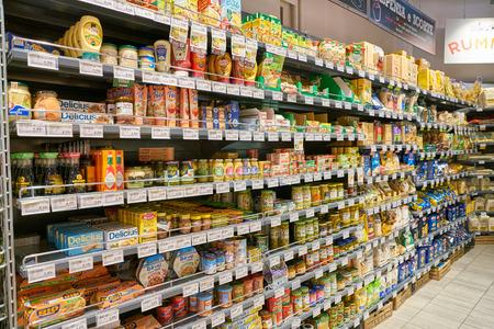 MILAN, ITALY - CIRCA NOVEMBER, 2017: interior shot of supermarket store in Milan. Editoriali