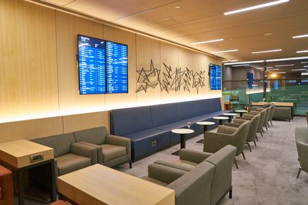 Moscú, Rusia - Circa julio de 2018: toma interior de un salón en el aeropuerto internacional de Sheremetyevo