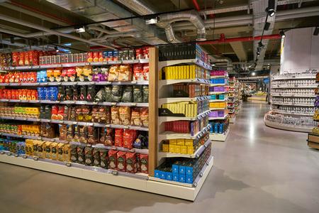 Düsseldorf, Deutschland - ca. September 2018: Innenaufnahme des Supermarkt Zurheide in Düsseldorf.